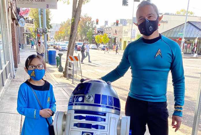 Who knew that two Starfleet science officers would ever find a use for an AstroDroid? Here's Dino with his daughter, and his R2-D2 replica.